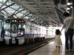 福井駅で電車を見る